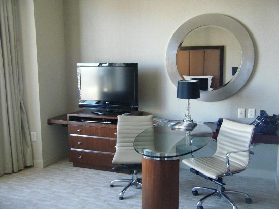 Four Seasons Hotel Denver: TV