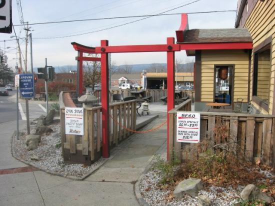 Neko Sushi: Street View