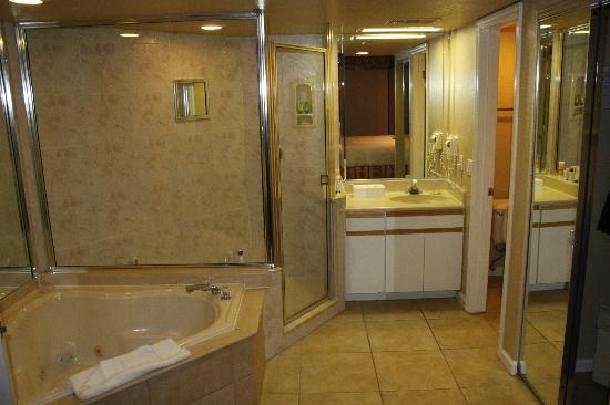 Westgate Towers Resort: ensuite off main bedroom