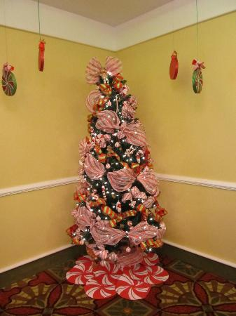 La Quinta Inn & Suites Kingsland/Kings Bay Naval B: Christmas Tree in the Dinning Room