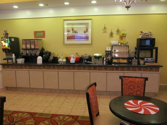La Quinta Inn & Suites Kingsland/Kings Bay Naval B: Breakfast Counter