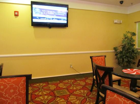 La Quinta Inn & Suites Kingsland/Kings Bay Naval B: TV in the dinning room