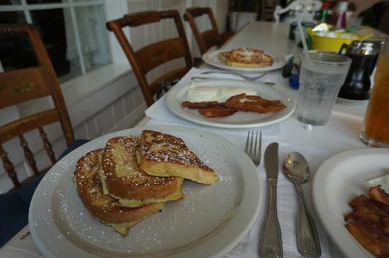 Millie's : French toast, eggs, bacon
