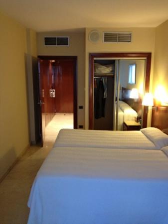NH Logroño Herencia Rioja: Zimmer 312 mit kleinem Gang