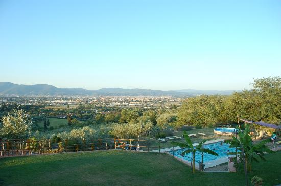 Agriturismo Il Poderaccio: view of the pool and Scandicci/Florence