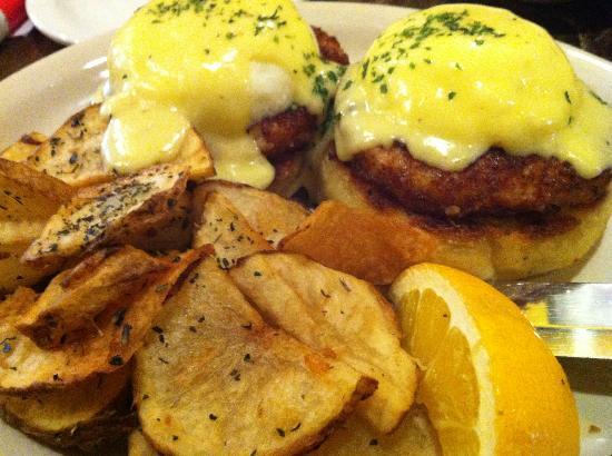 Westside Cafe & Market: Crab Cake Benedict. Recommended!