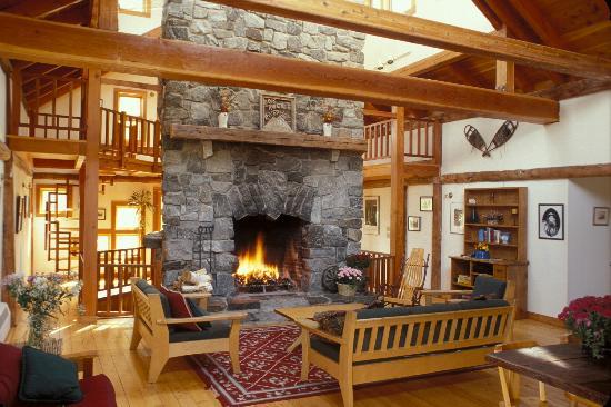 Rock and River Lodge : main room