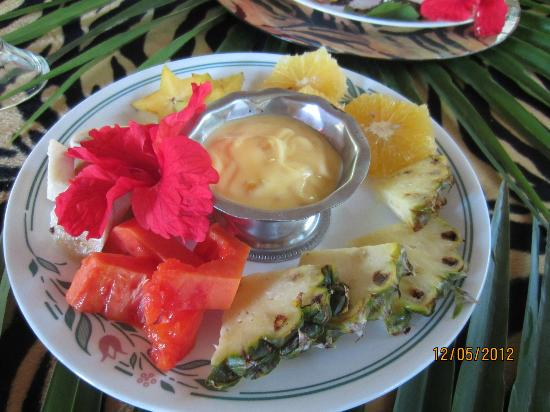 Maruba Resort Jungle Spa: Fresh Fruit and Yogurt plate for breakfast- do it!
