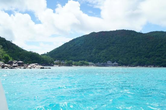 Domaine de La Reserve: Hotelanlage vom Meer aus gesehen