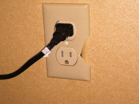 Comfort Inn: Broken outlets