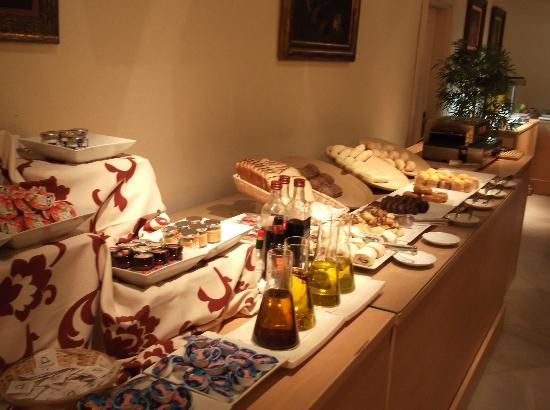 Hotel Exe Guadalete: il banco della colazione