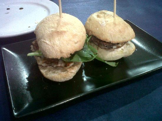 Ca'l Cuc Taverna : Mini hamburguesas de sepia y gambas