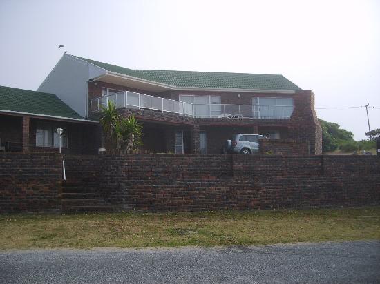 เนลส์ บี&บี: Photo of house taken from Nell's B&B