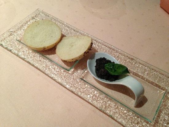 Crown Piast Hotel & Park: antipasto dalla cucina, pesto al basilico