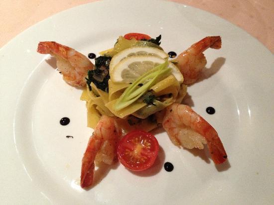 Crown Piast Hotel & Park: Gamberoni su letto di spinaci saltati