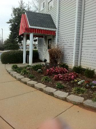 Econo Lodge Inn and Suites: outside