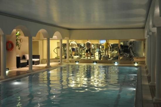 Gimnasio visto desde la piscina fotograf a de emperador hotel buenos aires buenos aires - Piscina hotel emperador ...
