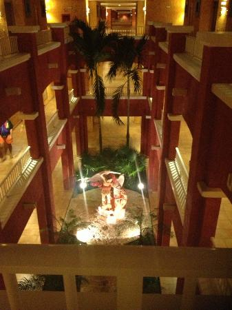 Barcelo Maya Colonial: Look down from 3rd floor