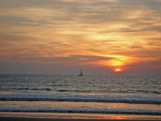 Hard Rock Hotel Vallarta: Sunset on the beach