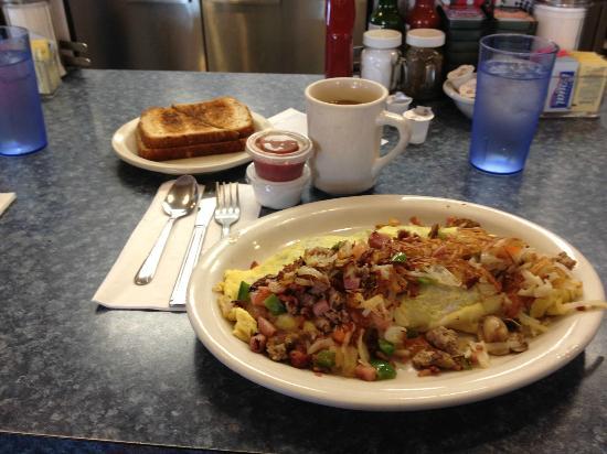 Mattie's Pancake House: Farmer's Omelette