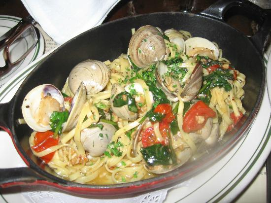 Miramar Bistro: Linguini with clams, spinach and garlic