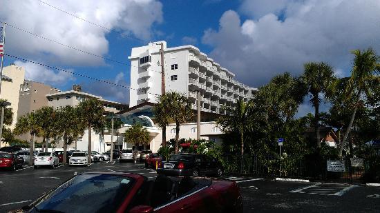 Beachcomber Resort and Villas : Beachcomber vue de la rue