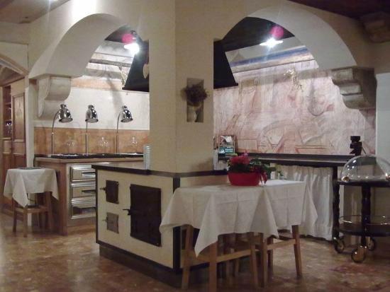 Hotel Adler: area cucina (usata per la colazione)