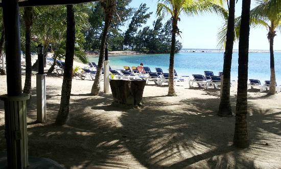 Fantasy Island Beach Resort: View of the horse-shoe bay from beachside room area