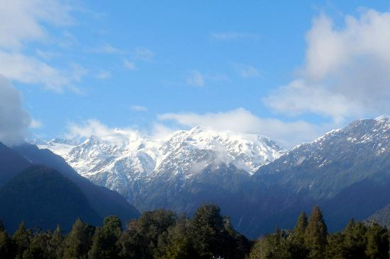 Holly Homestead B&B: view - back side of Mt. Cook region