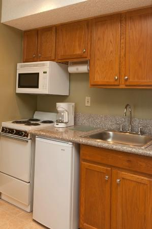 Legacy Vacation Resorts-Reno: Typical kitchen area