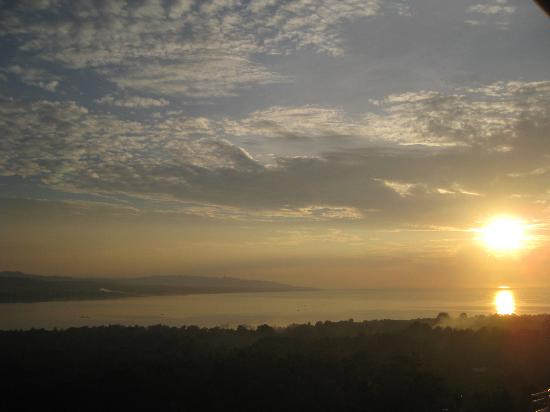 ‪‪Bohol Vantage Resort‬: Sun rise from your balcony
