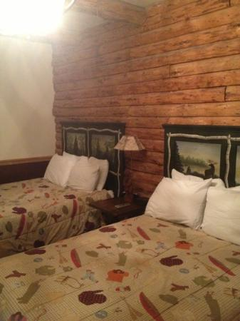 Christopher's Restaurant & Country Lodge : double beds