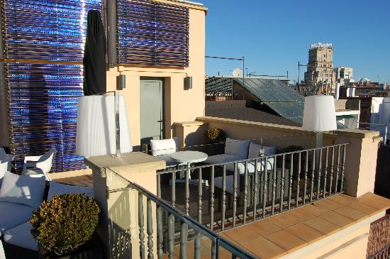 H10 Universitat Hotel: Small section of roof terace
