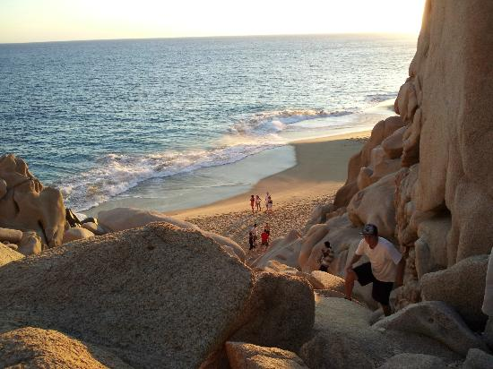 The Ridge at Playa Grande: The rock scramble to Divorce Beach
