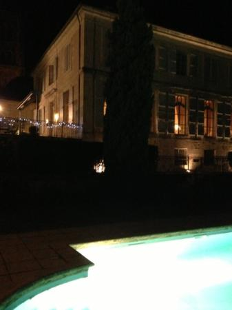 Restaurant De Bastard: le piscine exterieure de l hotel