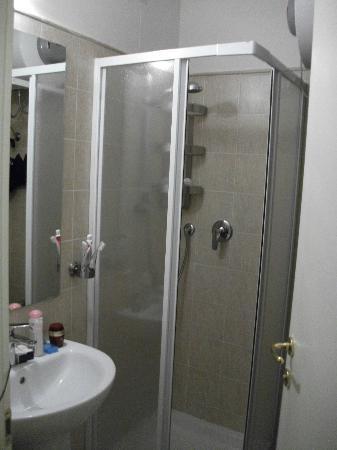 Best Suites Pantheon : baño