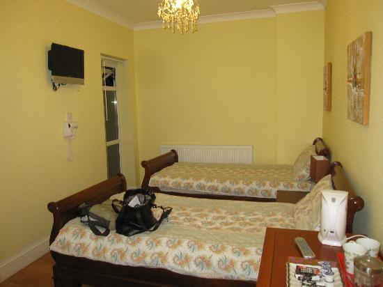 Godalming Hotel: room