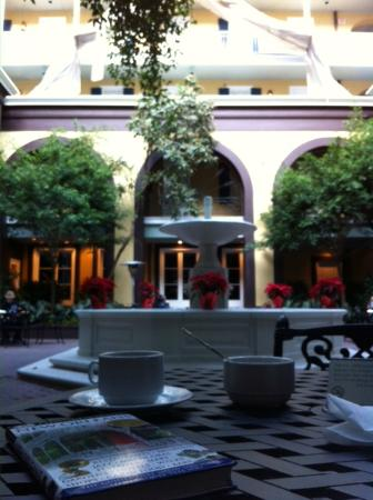 Hotel Mazarin: Breakfast in the courtyard