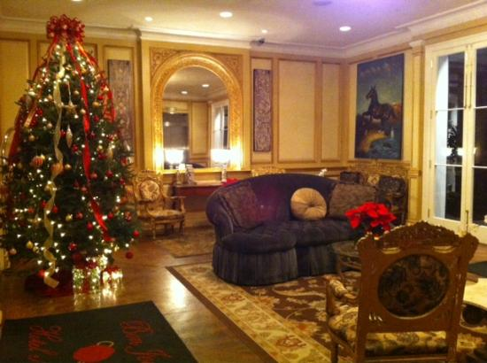 Hotel Mazarin lobby at Christmastime