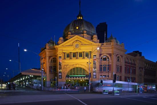 Quay West Suites Melbourne: Flinders st Station  c steve turner photography