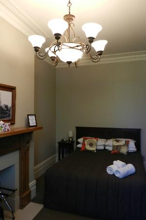 Merivale Manor: cosy upstairs bedroom