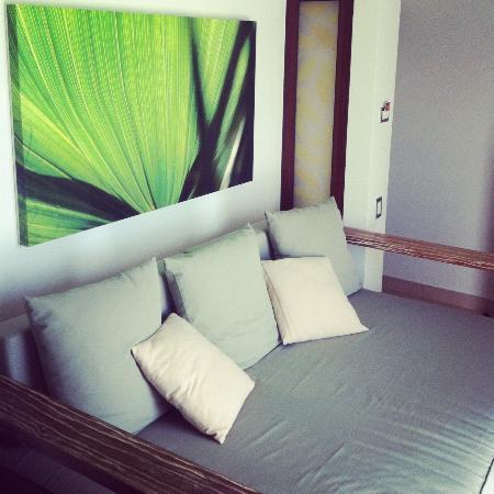Sandos Caracol Eco Resort: Delicioso sofa para descansar por la tarde