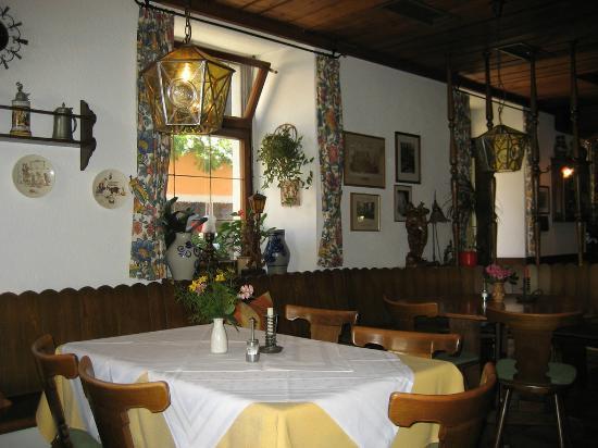 Zum Hirschen Gasthaus Hotel: Breakfast area--Food was GREAT!