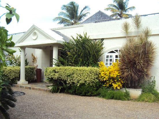 Cotton Bay Village: Villa Front Entrance