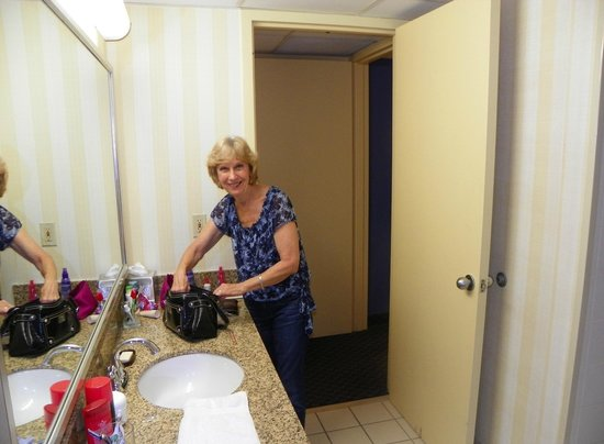 Embassy Suites by Hilton Boca Raton: Chrisy getting settled