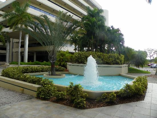 Embassy Suites by Hilton Boca Raton: Hotels beautiful grounds