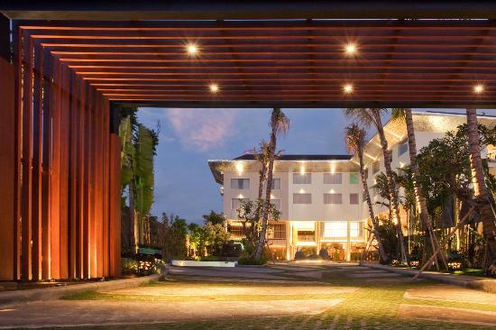 Fontana Hotel Bali: Main Entrance