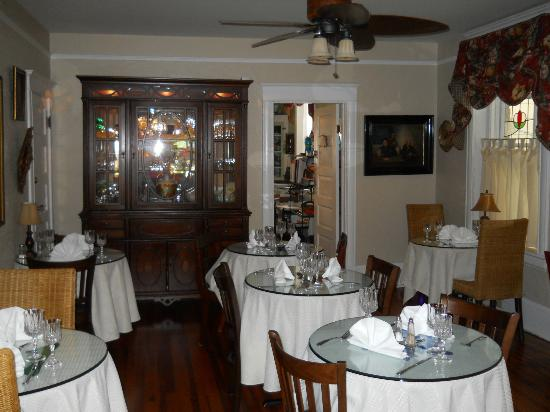 Inn On Charlotte: Dining room
