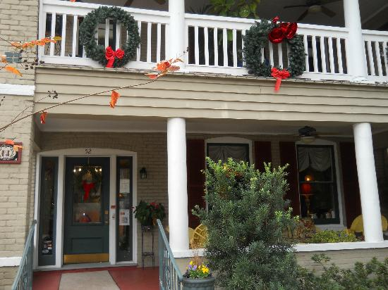 Inn On Charlotte: Front of B&B