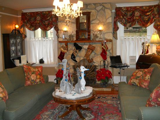 Inn On Charlotte : Living area with coffee buffet at rear left